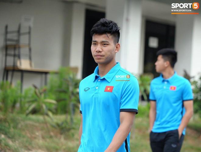 Olympic Việt Nam phải tập cạnh mương, cống thoát nước thải - ảnh 7