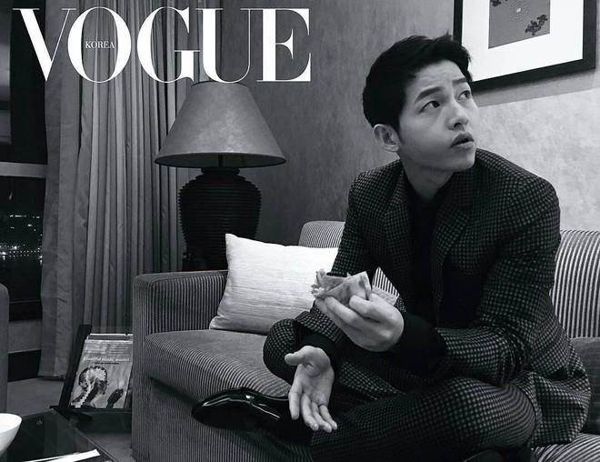 Song Joong Ki gây náo loạn khi tiếp bước Park Bo Gum để tóc dài lãng tử, liệu có phải tạo hình cho bom tấn mới? - ảnh 4