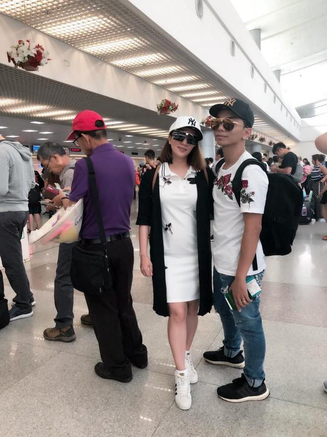 """Khánh Thi cùng ông xã Phan Hiển """"trốn con"""" xuất ngoại tham gia giải đấu mới sau hơn hai tháng sinh nở - ảnh 2"""