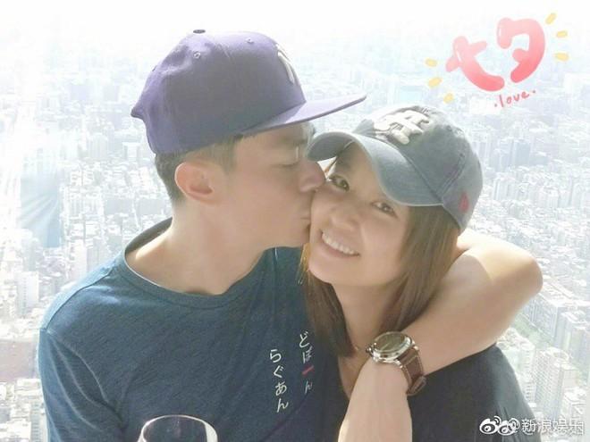 Ngày Thất Tịch: Các cặp đôi thi nhau khoe ảnh ngọt ngào, riêng Phạm Băng Băng - Lý Thần mất hút - ảnh 1