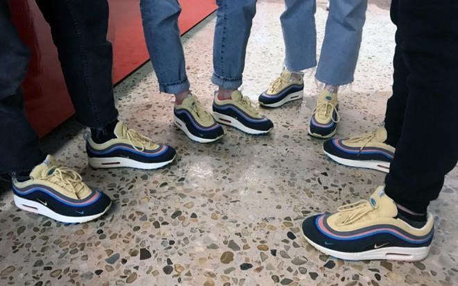 Sneakers đừng chỉ chọn trắng đen an toàn, còn có nhiều mẫu rực rỡ hot lắm đây này - Ảnh 7.