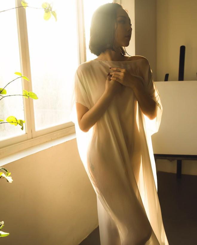 Tóc Tiên diện váy xuyên thấu mỏng tang, khoe trọn vóc dáng chữ S nóng bỏng - Ảnh 1.