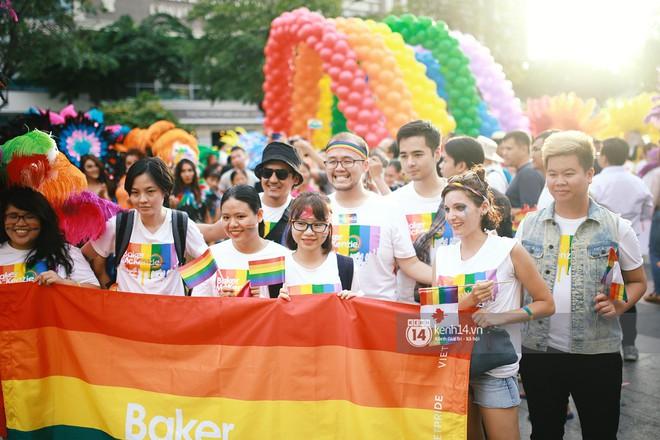 Ngày hội tự hào LGBTI+ Sài Gòn: Những khoảnh khắc đáng nhớ khi phố đi bộ Nguyễn Huệ rợp cờ cầu vồng - Ảnh 11.