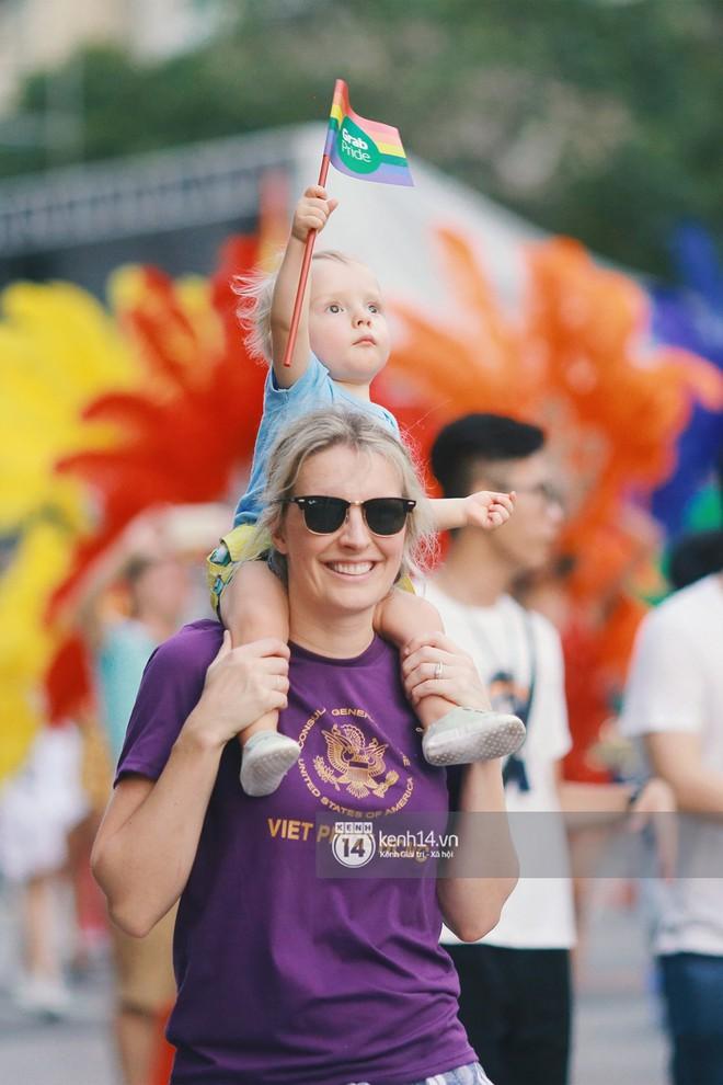 Ngày hội tự hào LGBTI+ Sài Gòn: Những khoảnh khắc đáng nhớ khi phố đi bộ Nguyễn Huệ rợp cờ cầu vồng - Ảnh 18.