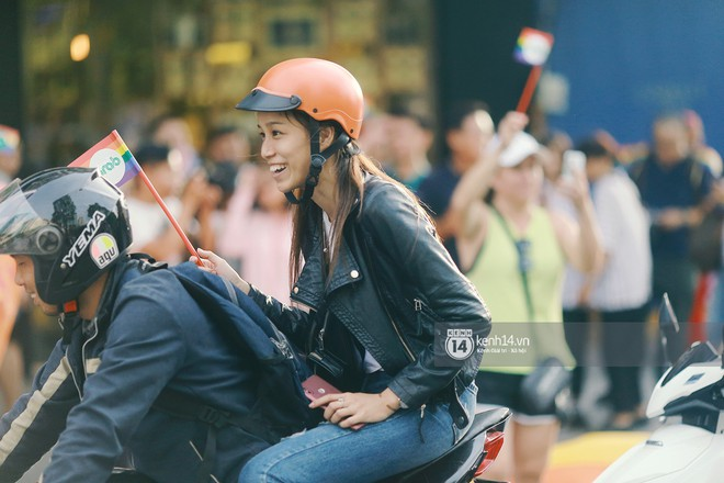 Ngày hội tự hào LGBTI+ Sài Gòn: Những khoảnh khắc đáng nhớ khi phố đi bộ Nguyễn Huệ rợp cờ cầu vồng - Ảnh 4.