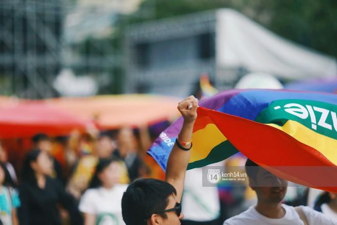 Ngày hội tự hào LGBTI+ Sài Gòn: Những khoảnh khắc đáng nhớ khi phố đi bộ Nguyễn Huệ rợp cờ cầu vồng - Ảnh 20.