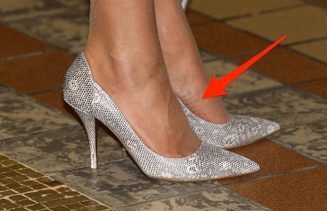 Hóa ra đây là 2 sản phẩm ruột giúp Công nương Kate đi giày cao gót cả ngày dài mà vẫn êm ru - Ảnh 3.