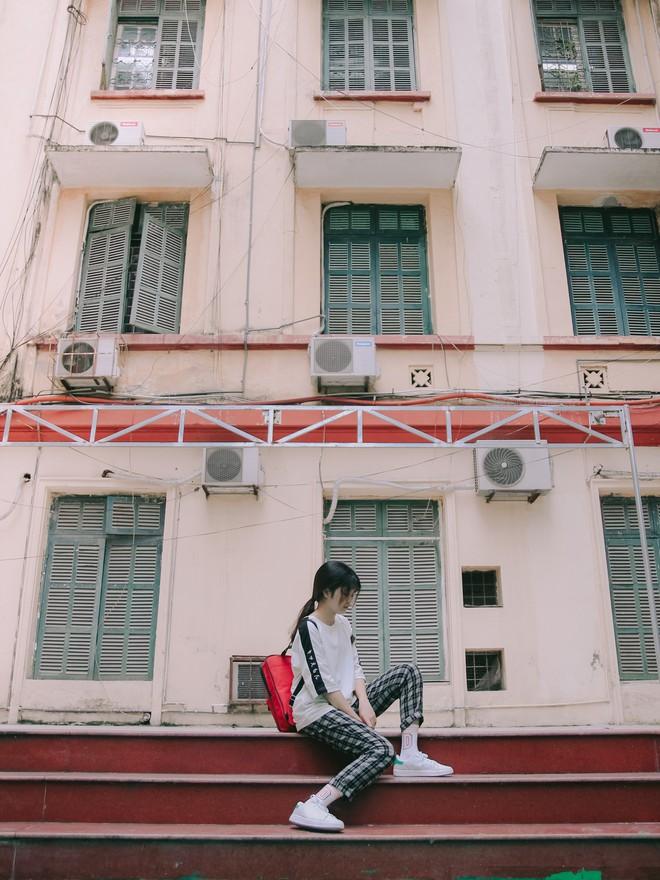 Ở Hà Nội có 1 ngôi trường mà đến cái thùng rác cũng là 1 góc sống ảo so deep - Ảnh 13.