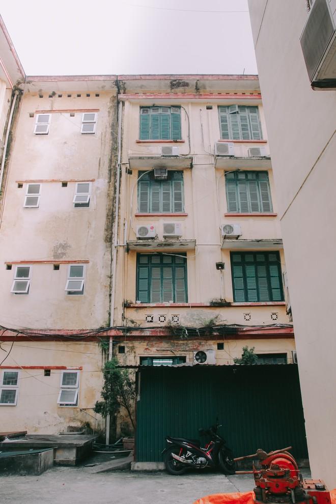 Ở Hà Nội có 1 ngôi trường mà đến cái thùng rác cũng là 1 góc sống ảo so deep - Ảnh 19.