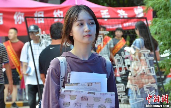 Không hổ danh là cái nôi của điện ảnh Trung Quốc, nhan sắc tân sinh viên Học viện Điện ảnh Bắc Kinh ai cũng vào hàng cực phẩm - ảnh 6