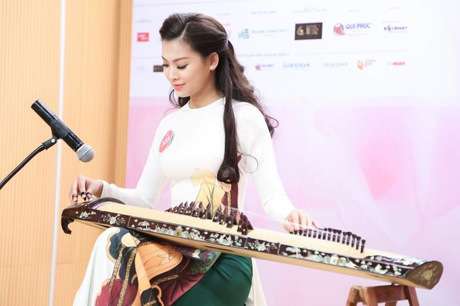 Vợ chồng Cẩm Ly bất ngờ xuất hiện tại vòng sơ khảo tài năng của thí sinh Hoa hậu Việt Nam 2018 - Ảnh 2.