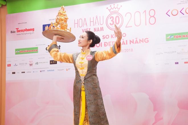 Vợ chồng Cẩm Ly bất ngờ xuất hiện tại vòng sơ khảo tài năng của thí sinh Hoa hậu Việt Nam 2018 - Ảnh 5.