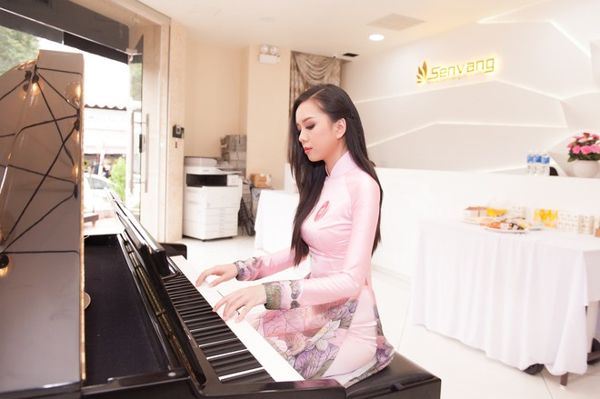 Vợ chồng Cẩm Ly bất ngờ xuất hiện tại vòng sơ khảo tài năng của thí sinh Hoa hậu Việt Nam 2018 - Ảnh 7.
