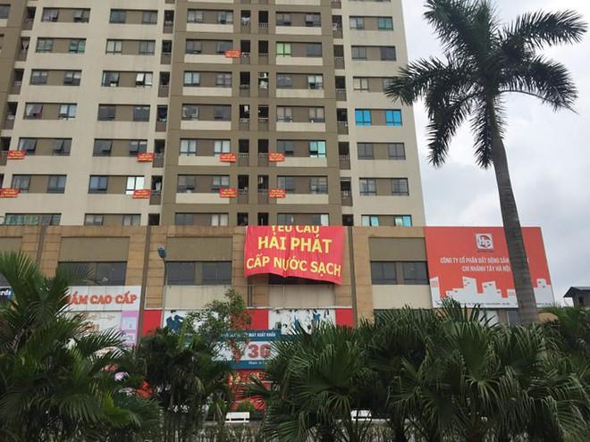 Hà Nội: Cư dân chung cư phát ngán vì nước sinh hoạt đen tựa màu cafe - ảnh 1