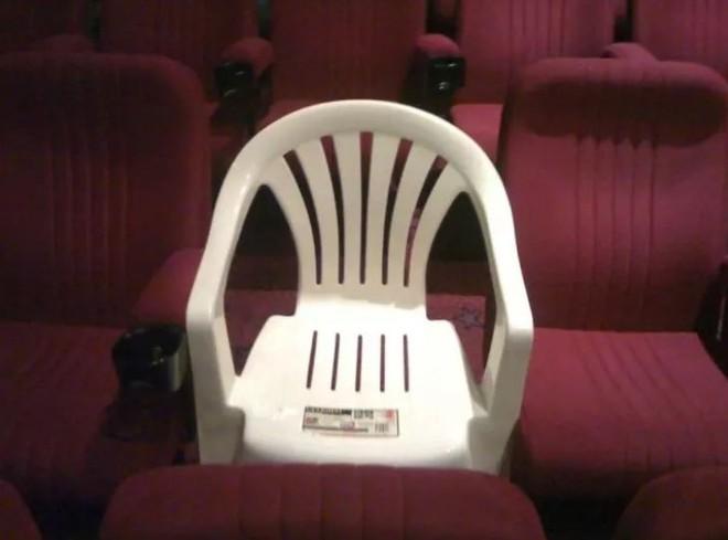 1001 kiểu thốn mà khán giả từng phải trải qua tại rạp chiếu phim - Ảnh 5.