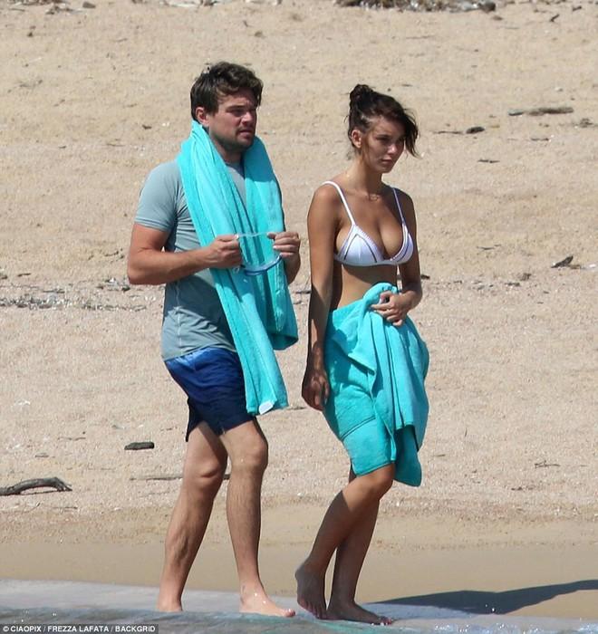 Bạn gái kém 22 tuổi của Leonardo DiCaprio khoe body nóng bỏng cực hút mắt dù ảnh chưa được photoshop - Ảnh 5.