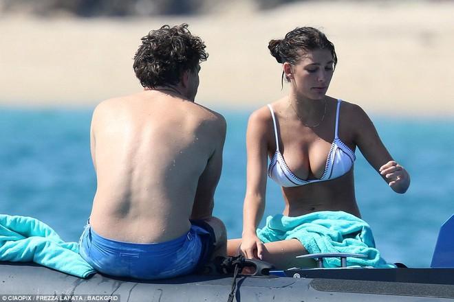 Bạn gái kém 22 tuổi của Leonardo DiCaprio khoe body nóng bỏng cực hút mắt dù ảnh chưa được photoshop - Ảnh 4.