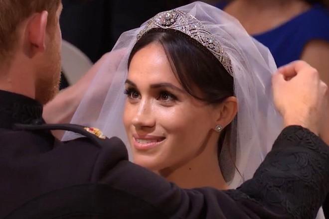 Ít ai biết rằng sau đám cưới, Hoàng tử Harry đã liên tục nói điều này với chuyên gia trang điểm của Meghan Markle - ảnh 1