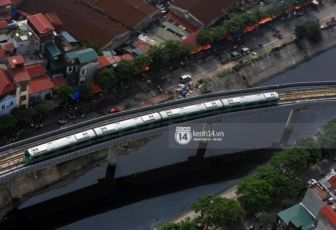 Clip: Hành trình 15 phút đoàn tàu đường sắt trên cao lao vun vút từ ga Cát Linh tới Yên Nghĩa - Ảnh 12.
