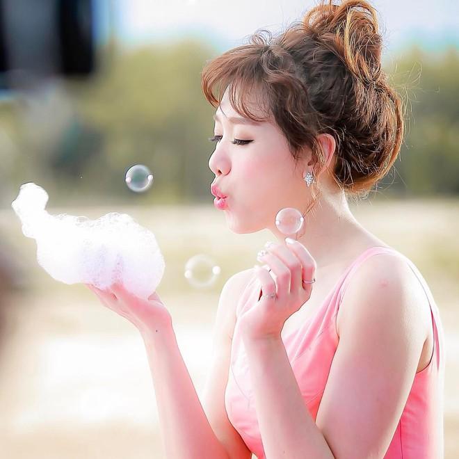 Trách ai bây giờ, trách kiểu tóc sai đã dìm hoàn toàn nhan sắc của Hảiwon mà thôi - ảnh 7