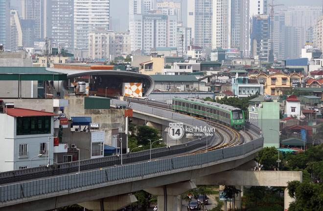 Clip: Hành trình 15 phút đoàn tàu đường sắt trên cao lao vun vút từ ga Cát Linh tới Yên Nghĩa - Ảnh 7.