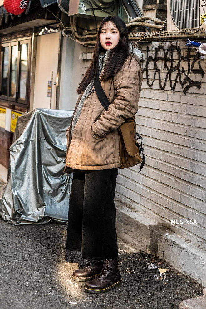 Giới trẻ Hàn chứng minh có nhồi nhiều quần áo đến mấy, chỉ cần biết cách thì outfit vẫn đẹp ngất như thường - ảnh 12
