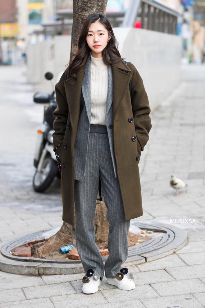 Giới trẻ Hàn chứng minh có nhồi nhiều quần áo đến mấy, chỉ cần biết cách thì outfit vẫn đẹp ngất như thường - ảnh 10