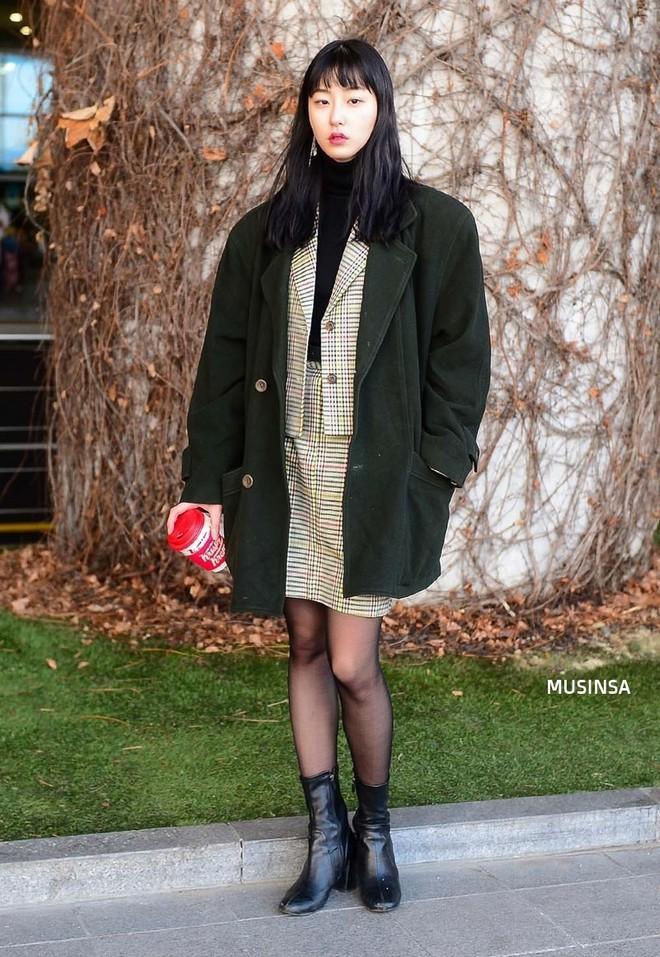 Giới trẻ Hàn chứng minh có nhồi nhiều quần áo đến mấy, chỉ cần biết cách thì outfit vẫn đẹp ngất như thường - ảnh 7