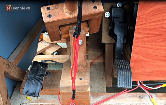 Nam sinh lớp 9 chế tạo ô tô điện từ gỗ và phế liệu để chở các em nhỏ đi học - ảnh 6