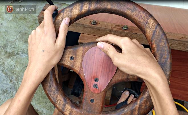 Nam sinh lớp 9 chế tạo ô tô điện từ gỗ và phế liệu để chở các em nhỏ đi học - ảnh 4