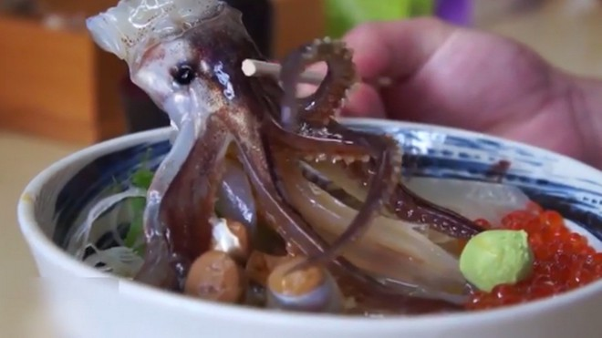 """Rùng mình với những món khoái khẩu cực dị của người Nhật: tinh trùng cá, mực """"zombie"""", kem vị nôn mửa - ảnh 3"""