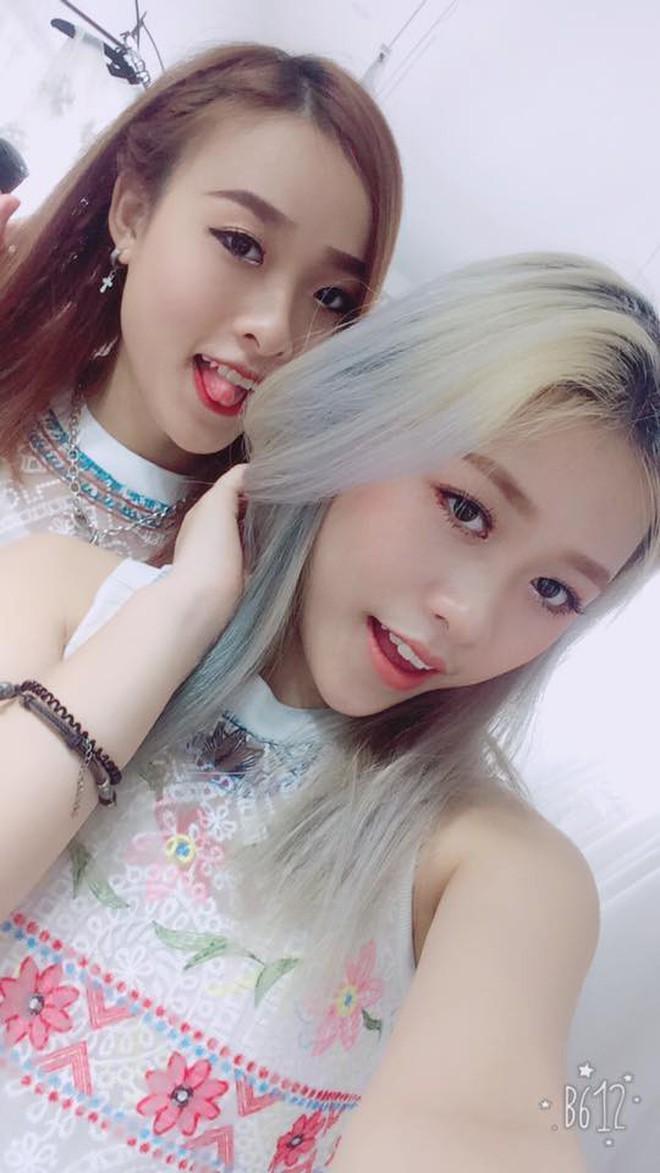 Cặp chị em song sinh nổi nhất Tik Tok Việt: Em cá tính nhảy đẹp, chị xinh xắn cover cực ngọt - ảnh 2