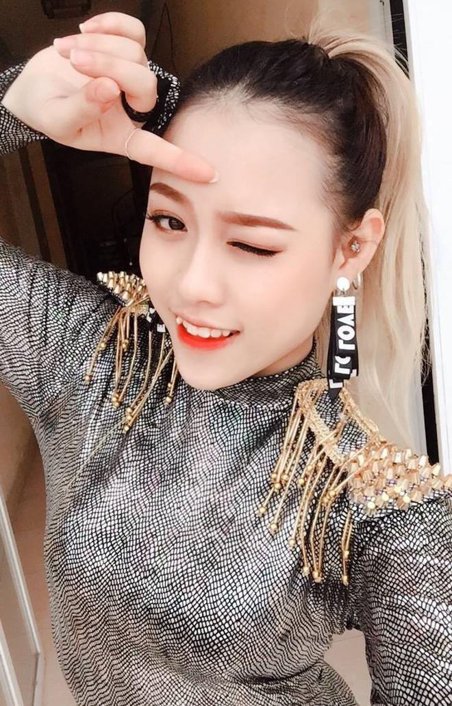 Cặp chị em song sinh nổi nhất Tik Tok Việt: Em cá tính nhảy đẹp, chị xinh xắn cover cực ngọt - ảnh 9