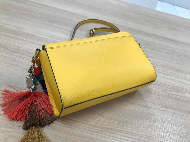Người phụ nữ giận dữ khi bị kiểm tra túi xách vì cửa từ kêu, đại diện Zara Hà Nội lên tiếng - Ảnh 2.