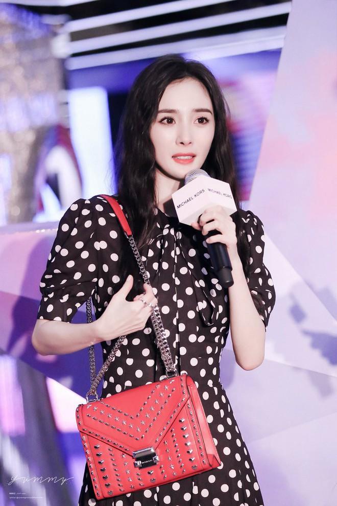 Đẳng cấp của Lisa (Black Pink): Diện lại váy sến từ Dương Mịch mà vẫn được khen như búp bê sống - ảnh 10