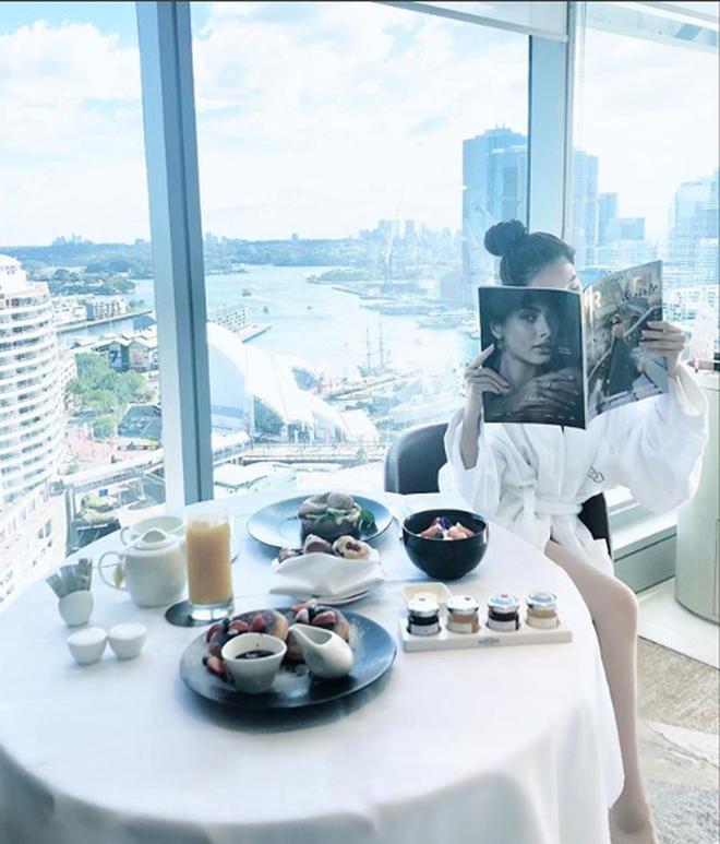 Những Hoa hậu chịu chơi của Vbiz: Mua hàng hiệu theo lố, đi du lịch sang chảnh ở khách sạn hàng chục triệu đồng/đêm - ảnh 19