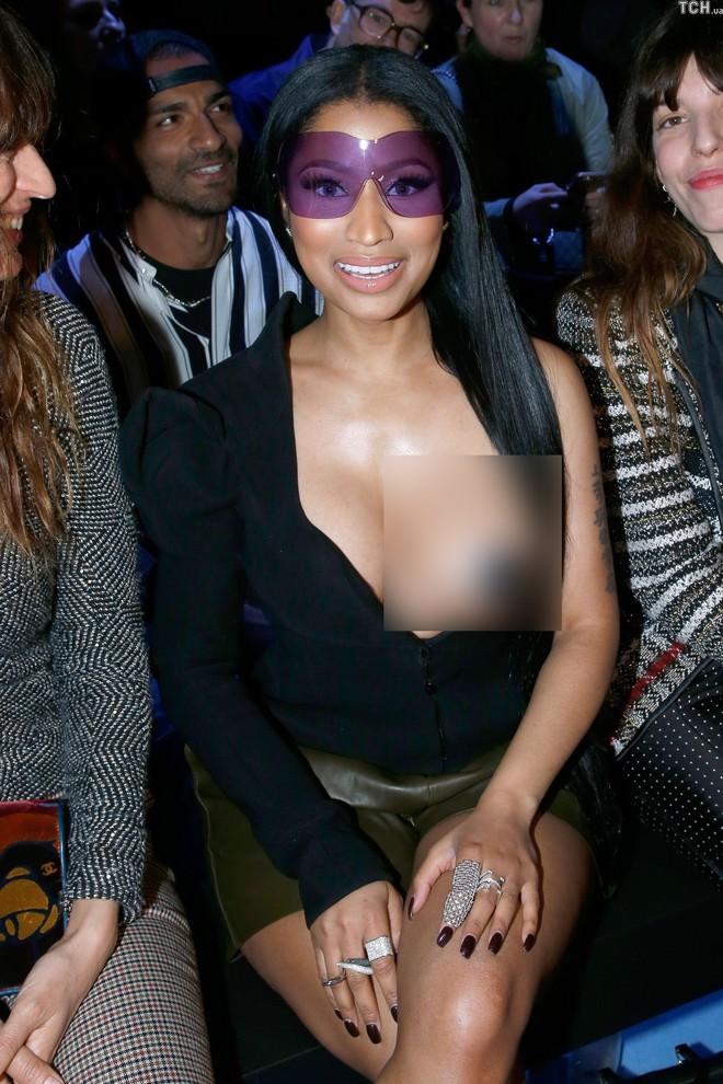 Nicki Minaj vẫn mê khủng bố thị giác bằng vòng 1 khổng lồ trên ghế đầu mọi fashion show - ảnh 8