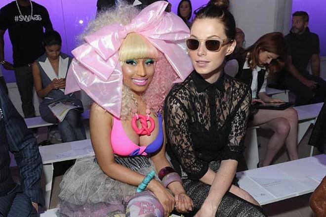 Nicki Minaj vẫn mê khủng bố thị giác bằng vòng 1 khổng lồ trên ghế đầu mọi fashion show - ảnh 16