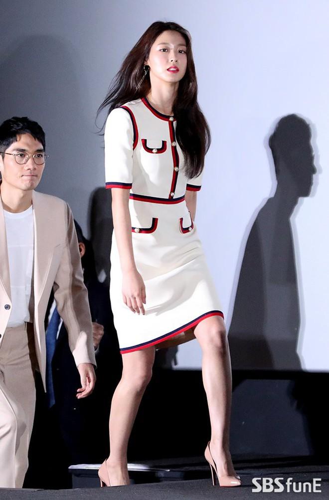 Seolhyun mặc như gái công sở đi dự họp báo, netizen vẫn khen nữ nở vì quá đẹp - ảnh 3