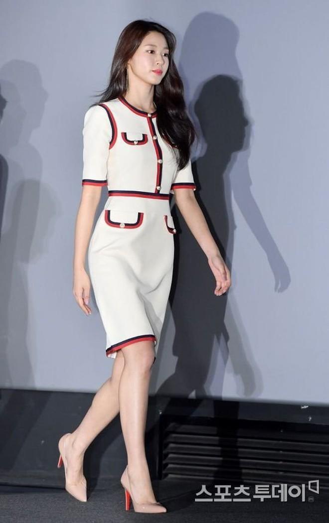 Seolhyun mặc như gái công sở đi dự họp báo, netizen vẫn khen nữ nở vì quá đẹp - ảnh 1