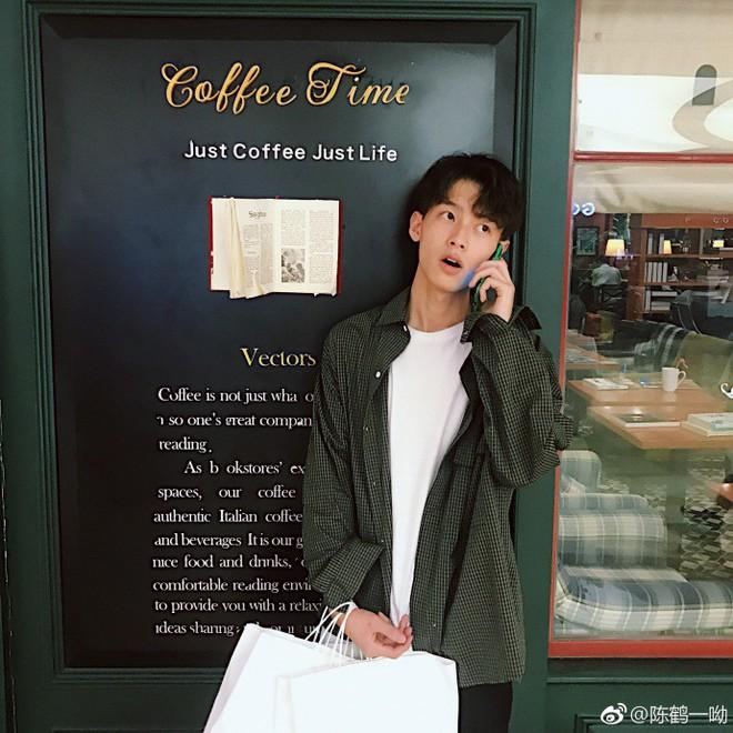 Rung rinh trước gương mặt trẻ thơ của hot boy Trung Quốc sinh năm 1999 đang nổi như cồn trên MXH Việt - ảnh 4