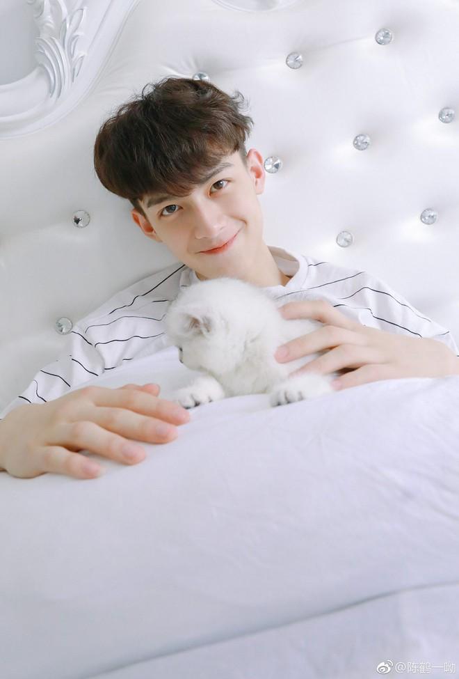 Rung rinh trước gương mặt trẻ thơ của hot boy Trung Quốc sinh năm 1999 đang nổi như cồn trên MXH Việt - ảnh 6