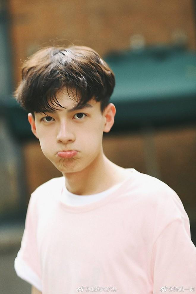 Rung rinh trước gương mặt trẻ thơ của hot boy Trung Quốc sinh năm 1999 đang nổi như cồn trên MXH Việt - ảnh 2