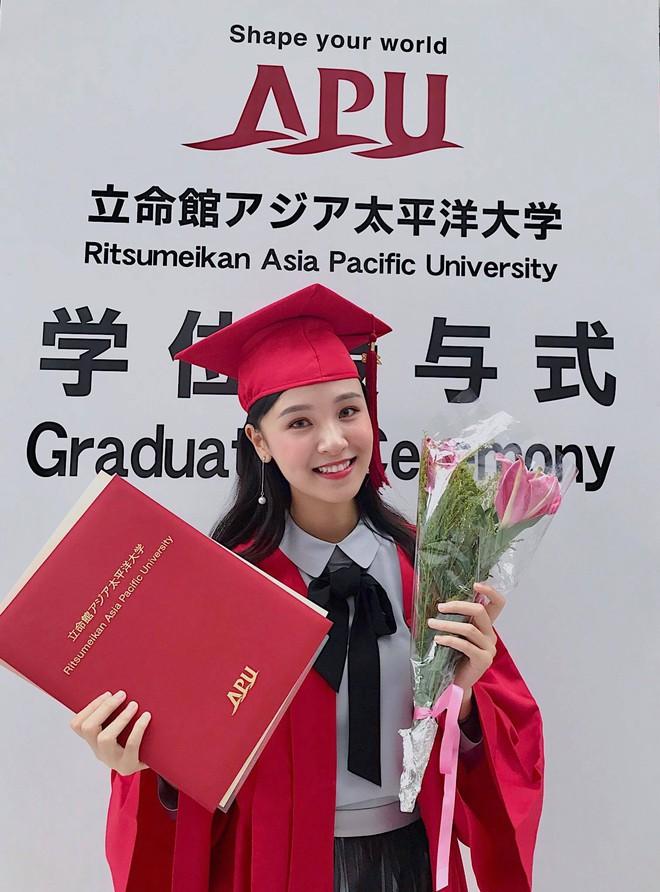 Chỉ 1 bức hình chụp lúc tốt nghiệp, Á khôi Du học sinh Việt toàn thế giới lại khiến dân mạng rung rinh vì quá xinh - Ảnh 1.