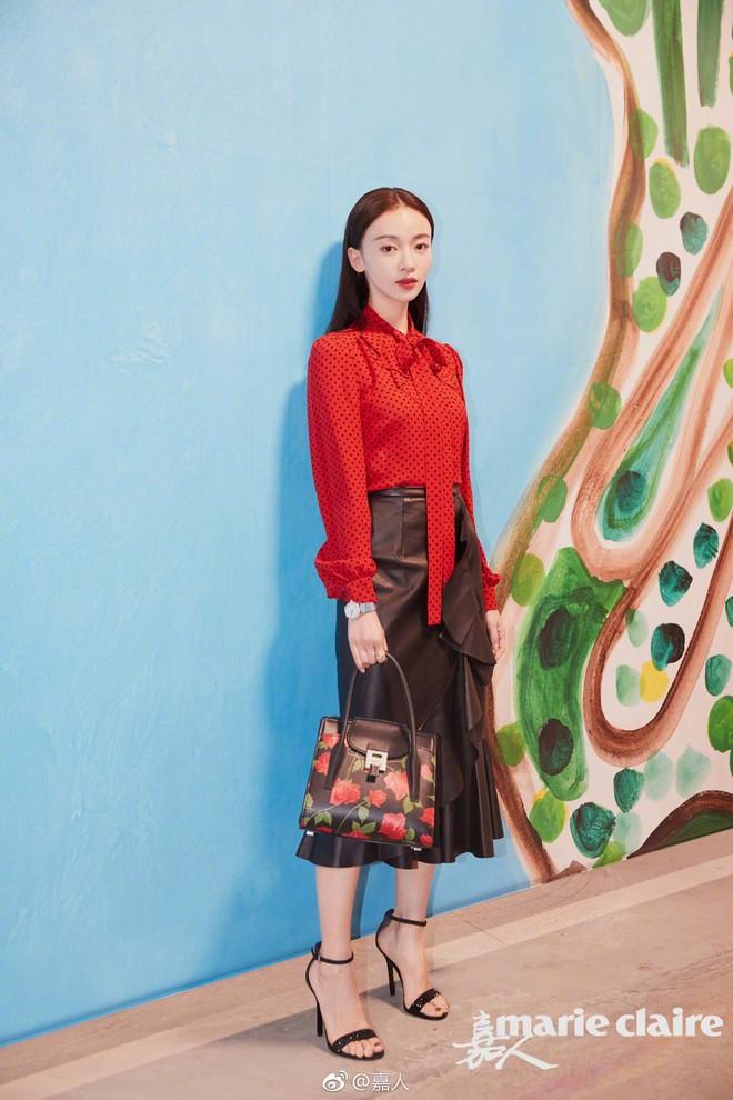 """Ngô Cẩn Ngôn tại New York Fashion Week: Là thiếu khí chất đến mờ nhạt hay """"thiên nga đen"""" sang chảnhZZZ - ảnh 8"""