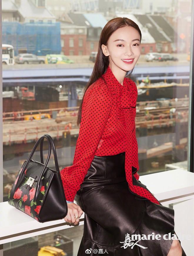 """Ngô Cẩn Ngôn tại New York Fashion Week: Là thiếu khí chất đến mờ nhạt hay """"thiên nga đen"""" sang chảnhZZZ - ảnh 7"""
