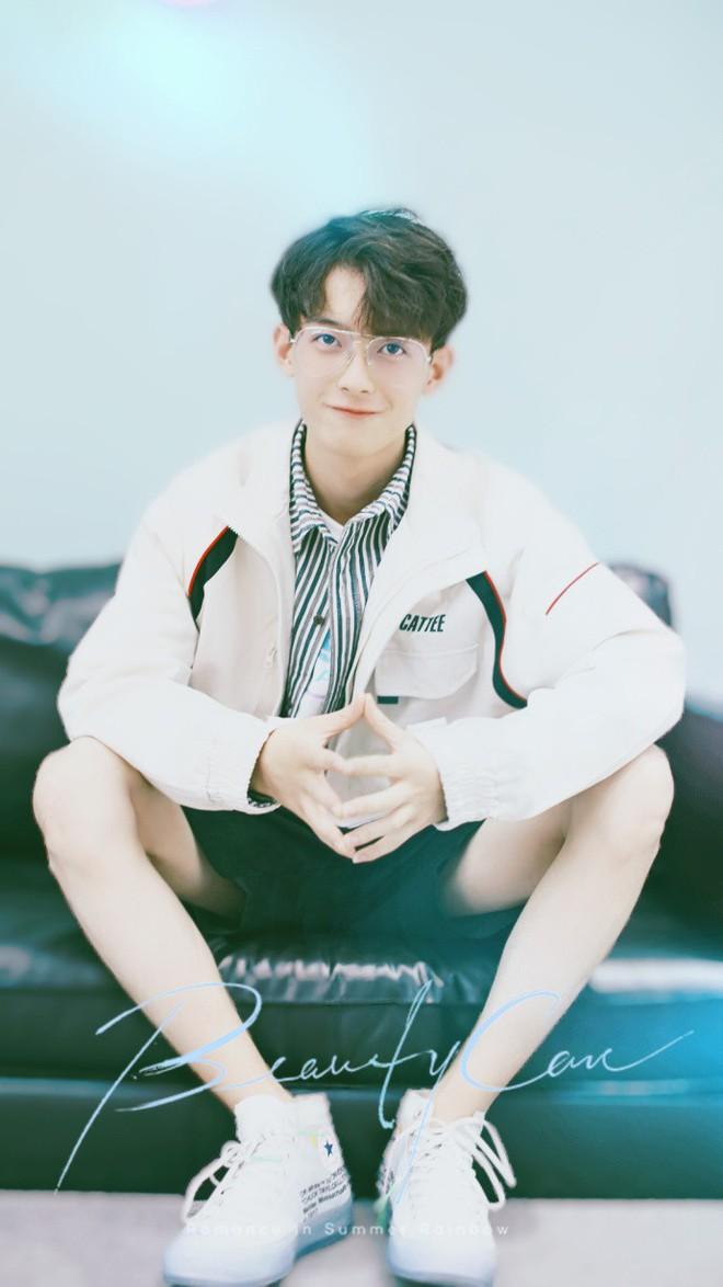 Rung rinh trước gương mặt trẻ thơ của hot boy Trung Quốc sinh năm 1999 đang nổi như cồn trên MXH Việt - ảnh 8