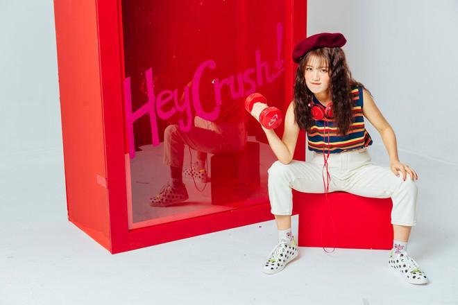 Vừa ra mắt, MV có tựa đề lạ tai của Han Sara bị cho là bản trộn lẫn 2 hit đình đám của TWICE - Ảnh 5.