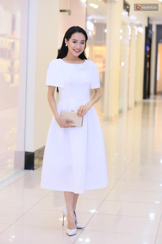 Nhã Phương chọn váy trắng tinh khôi, trang điểm dịu dàng đi sự kiện nhưng có một điểm khiến người ta phải quan ngại hơn nhiều - Ảnh 1.