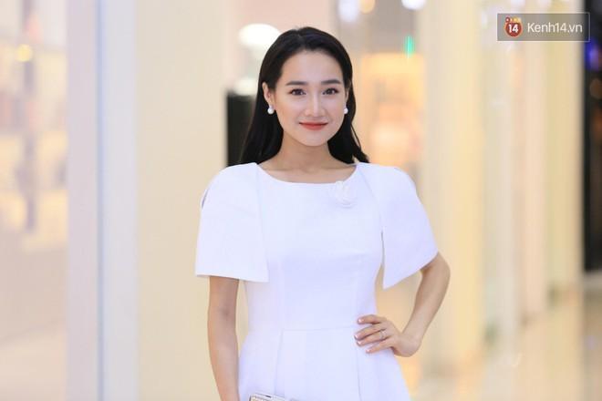 Nhã Phương chọn váy trắng tinh khôi, trang điểm dịu dàng đi sự kiện nhưng có một điểm khiến người ta phải quan ngại hơn nhiều - Ảnh 2.